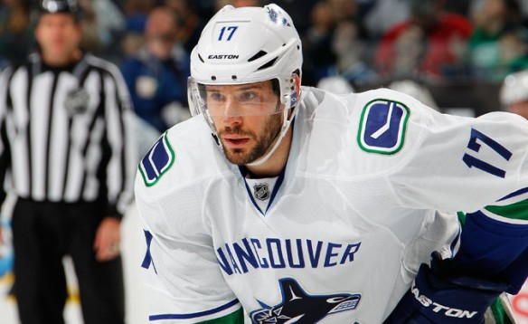 Report: Blackhawks, Ducks leaders for Ryan Kesler